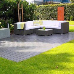 Sofa auf Terrasse